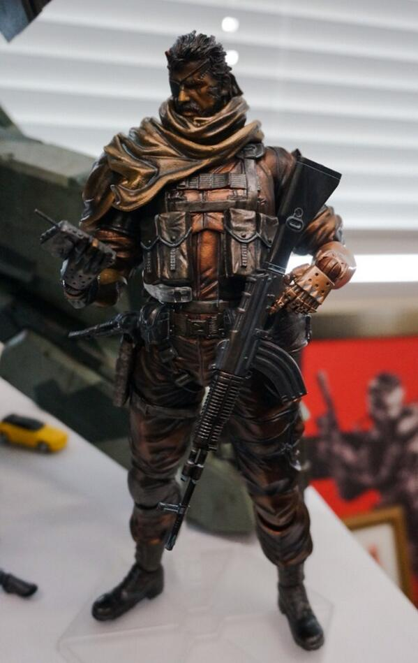 metal_gear_solid_5_the_phantom_pain_playarts_action_figure_2