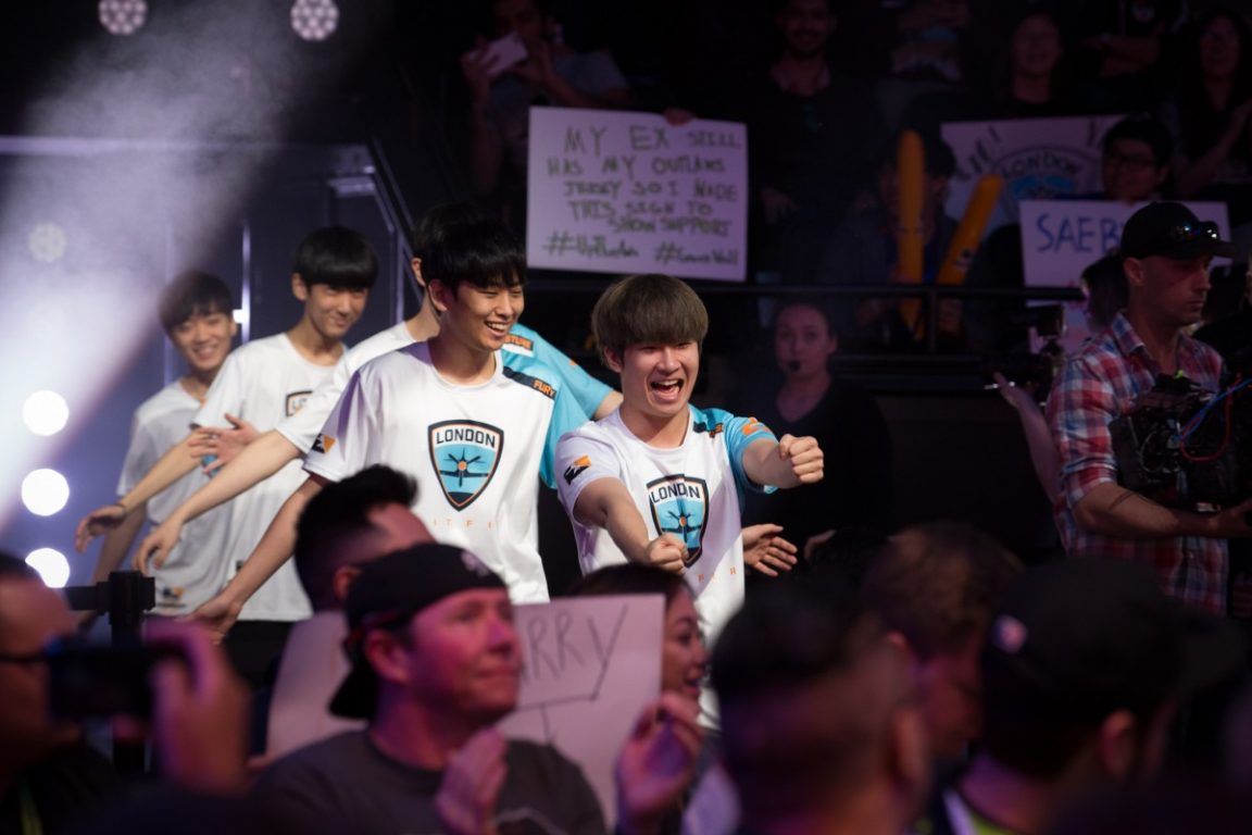 London_Spitfire_enter_the_arena