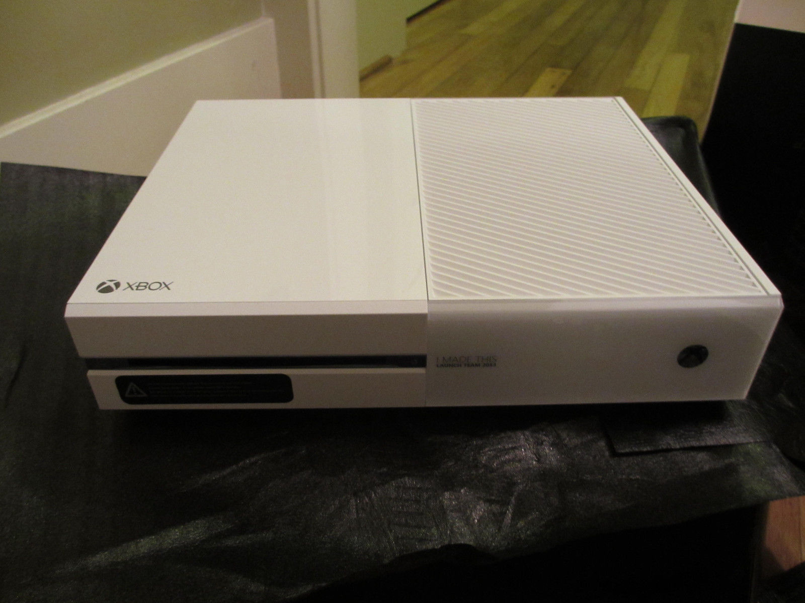 xbox one white console appears on ebay at 2 700 vg247. Black Bedroom Furniture Sets. Home Design Ideas
