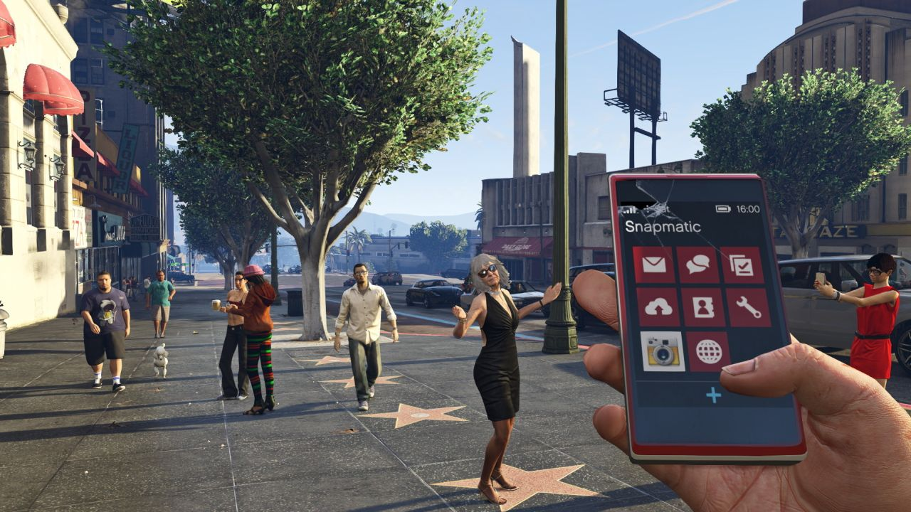 Pedestrians turn dangerous in this GTA 5 mod | VG247